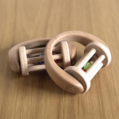 ビー玉に興味しんしん|ガラコロ(木製ラトル)/いとひや